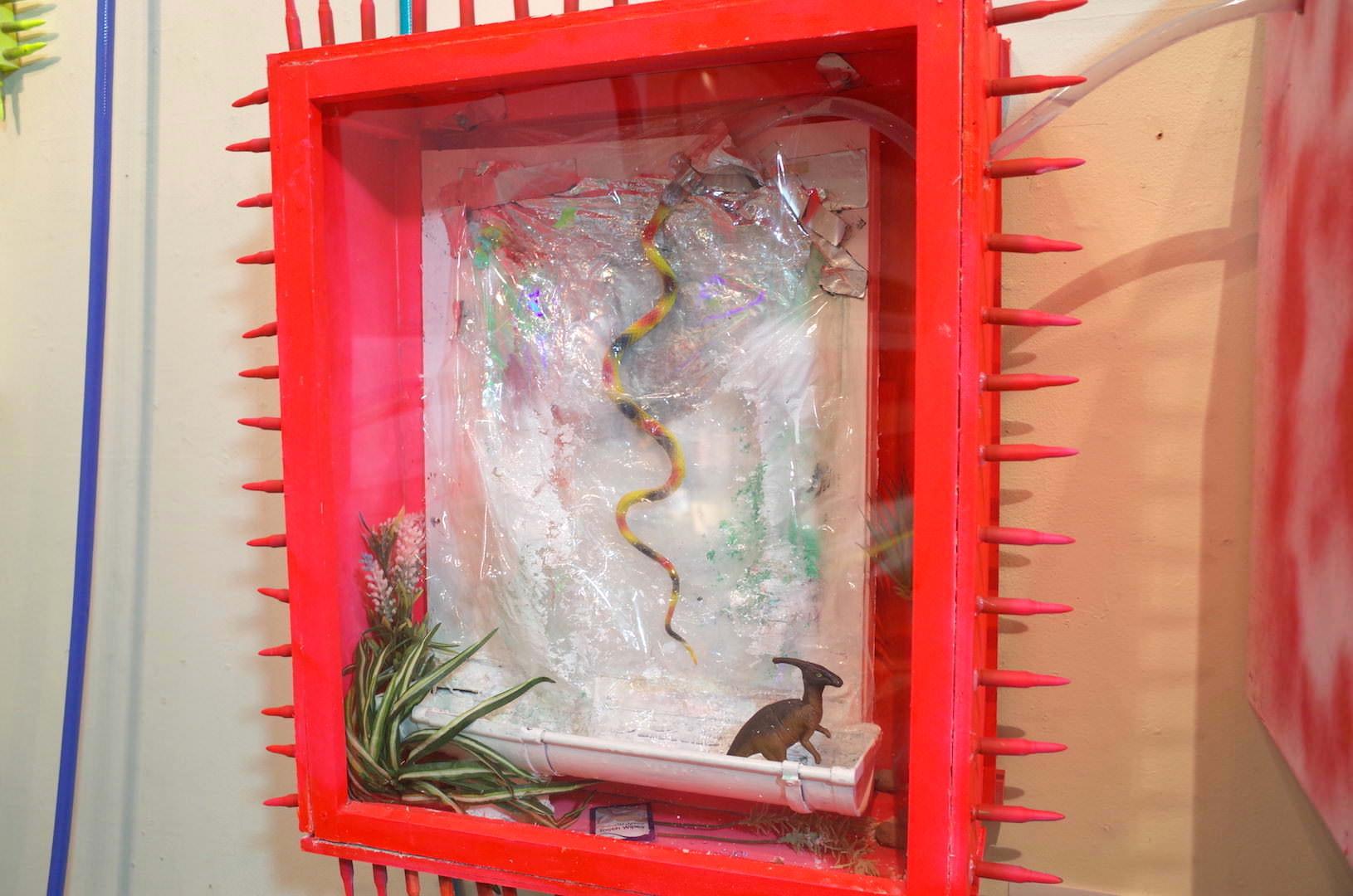 赤い箱庭のインスタレーション